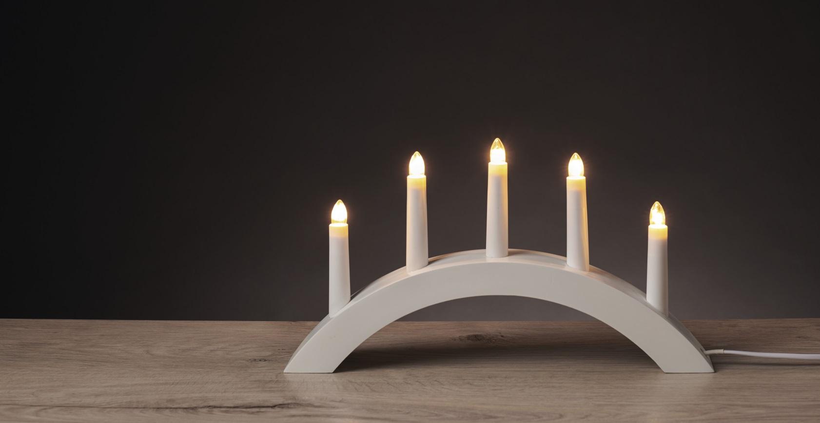 Svícen bílá oblouk 28 x 40 cm, 5 LED, teplá bílá + 1,5 m přívodní kabel